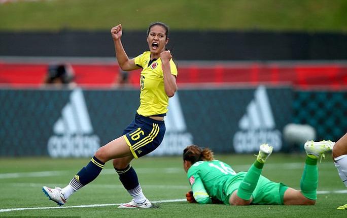 Lady Andrade trong một pha ghi bàn ở World Cup 2015
