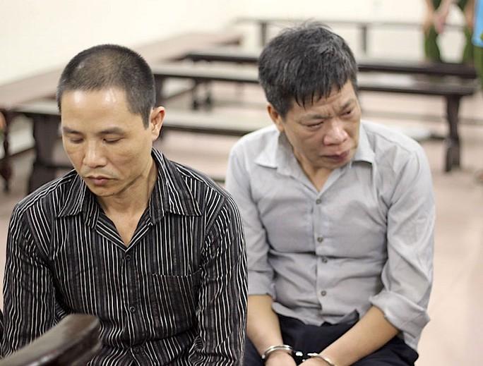 Bị cáo Lê Trung Kiên (bên phải)