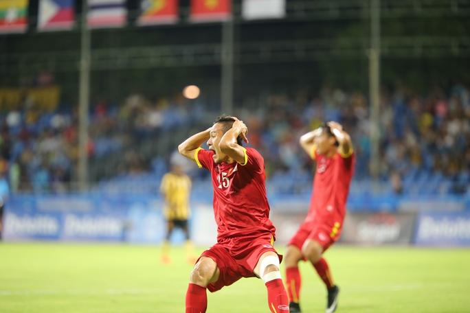 SỰ thất vọng khi bị từ chối bàn thắng của Huy Toàn