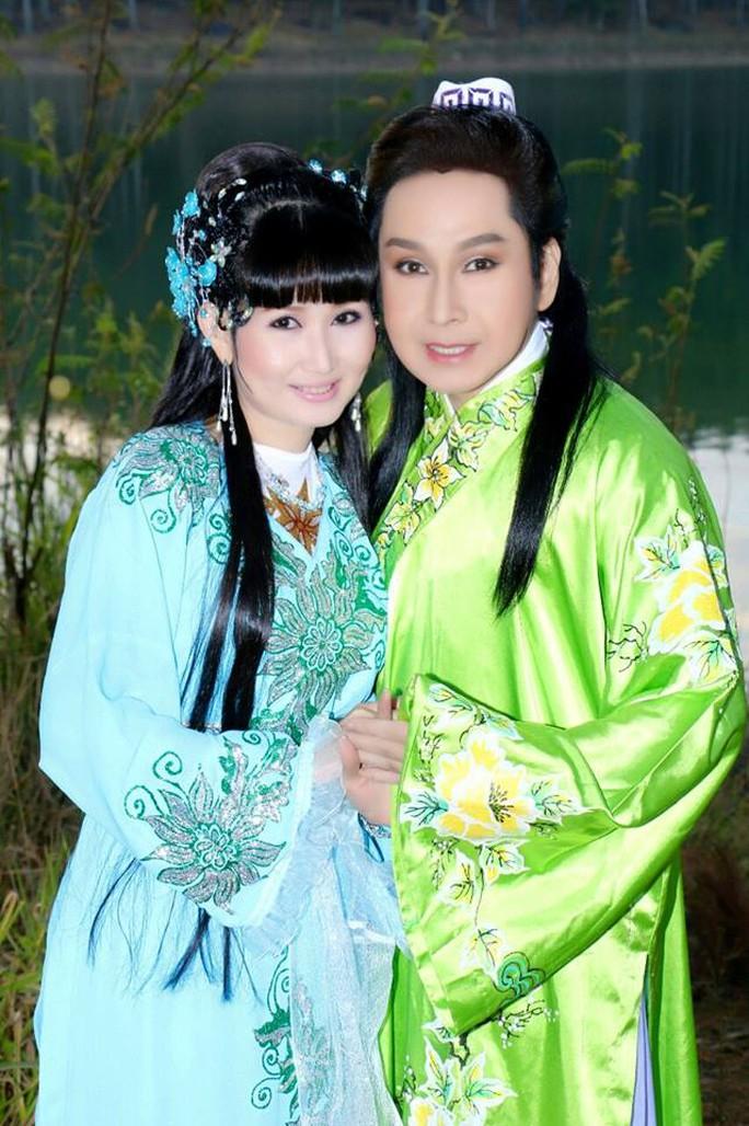 Nghệ sĩ Hồng Nga hết lòng yểm trợ đàn em