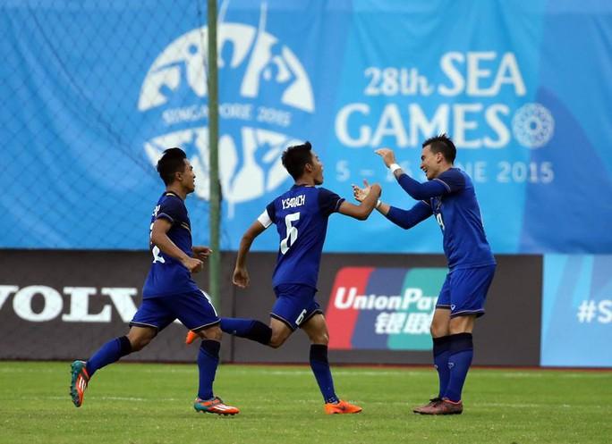 Yooyen Sarach ghi bàn thắng duy nhất đẩy U23 Malaysia vào thế khó