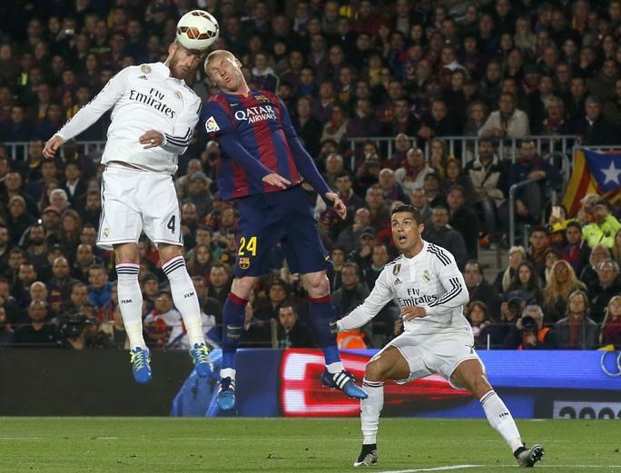 Trận siêu kinh điển hấp dẫn ngay từ đầu khi Mathieu đánh đầu mở tỉ số cho Barcelona ngay từ phút thứ 17