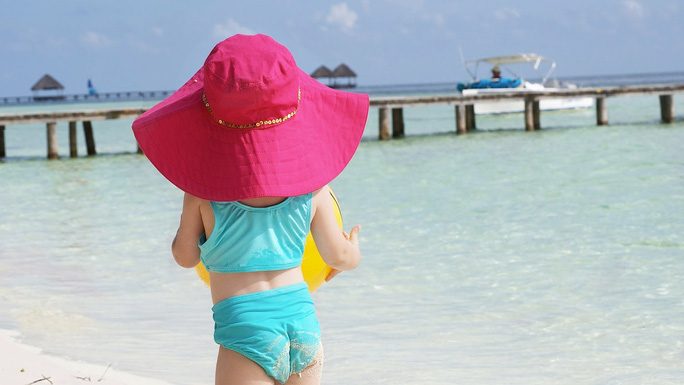 Con tôi 2 tuổi, có nên sử dụng kem chống nắng?