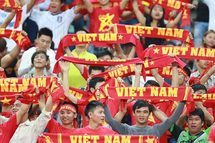 Những CĐV ít ỏi của Việt Nam có mặt trên sân Shah Alam