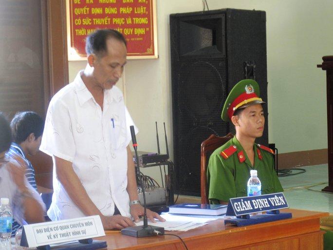 Giám định viên Hoàng Việt (Trung tâm Giám định pháp y Phú Yên) căng thẳng tại tòa