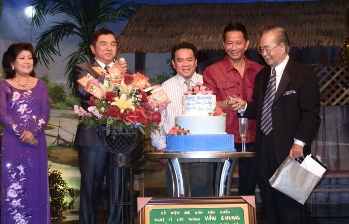 Các nghệ sĩ hải ngoại tổ chức mừng thọ NS Văn Chung tại Mỹ.