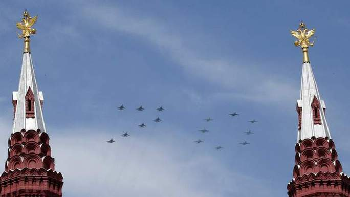 Số 70 trên bầu trời Nga. Ảnh: Reuters