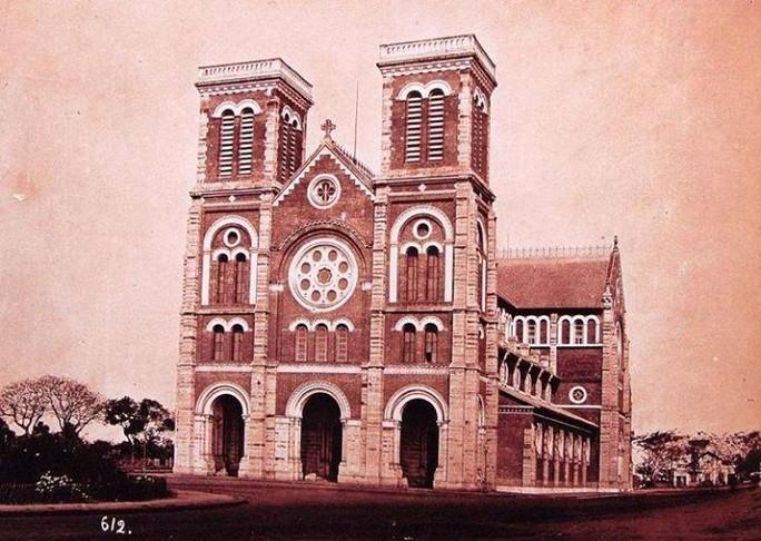 Nhà Thờ Đức Bà chụp năm 1982. Trải qua 140 năm vẫn chưa tiến hành tu sửa lần nào. Ảnh: Tổng Giáo phận TP HCM.