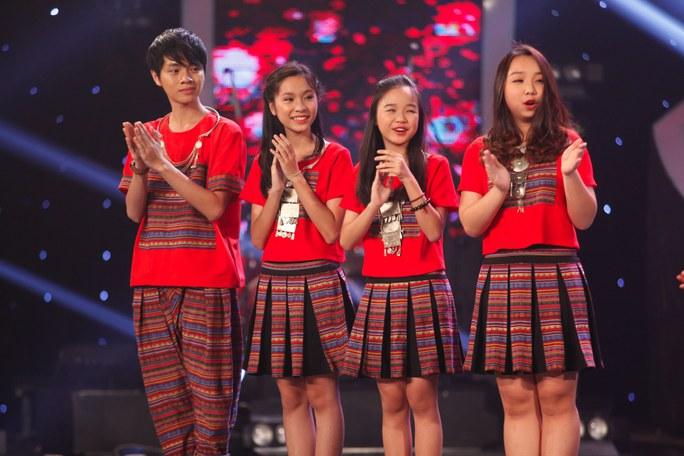 """Nhóm """"4 chị em"""" vào chung kết """"Tìm kiếm Tài năng Việt"""""""