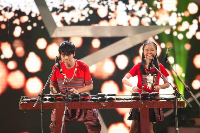 Bốn chị em thăng hoa ở vòng thi bán kết. Ảnh: Ân Nguyễn