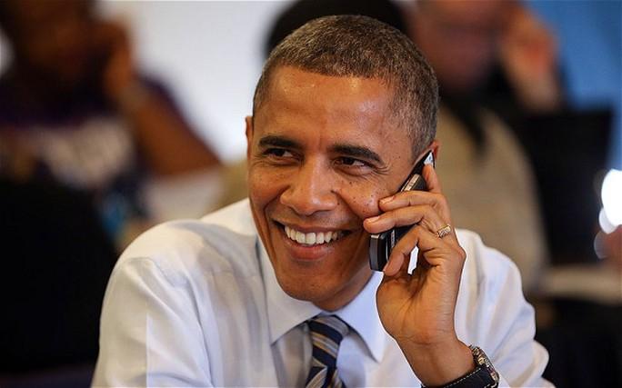 Ông Obama gây bất ngờ khi sử dụng mạng Twitter. Ảnh: EYEVINE