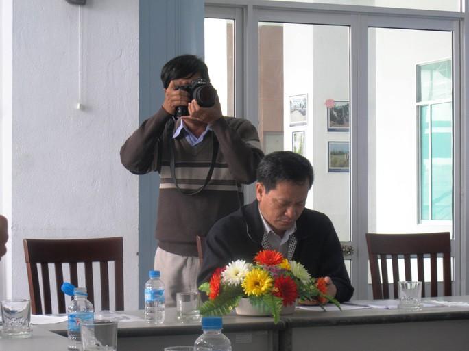 Ông Lê Thanh Phương, Giám đốc Sở TT-TT Phú Yên (ngồi) đang bị đề nghị cách chức Tỉnh ủy viên