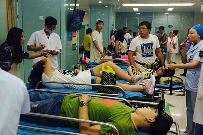 Nhiều người bị thương được đưa vào bệnh viện. Ảnh: Weibo