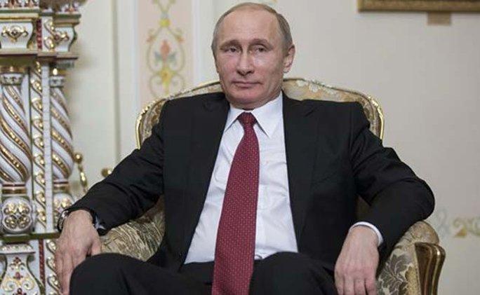 Tổng thống Putin tiết lộ kế hoạch sáp nhập Crimea trong chớp nhoáng. Ảnh: AP