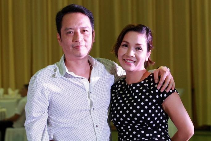 Vợ chồng ca sĩ Mỹ Linh - Anh Quân tình cảm đến dự đám cưới đôi