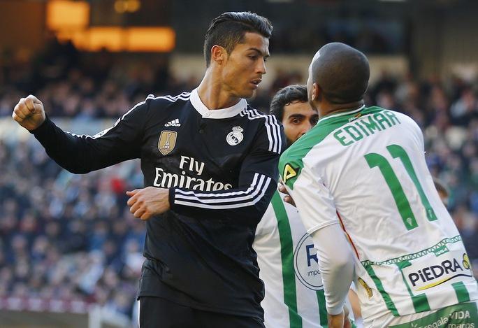 Ronaldo đánh nguội Edimar của Cordoba