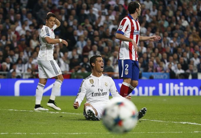 Ronaldo là người kiến tạo tuyệt vời cho Chicharito ghi bàn thắng vàng