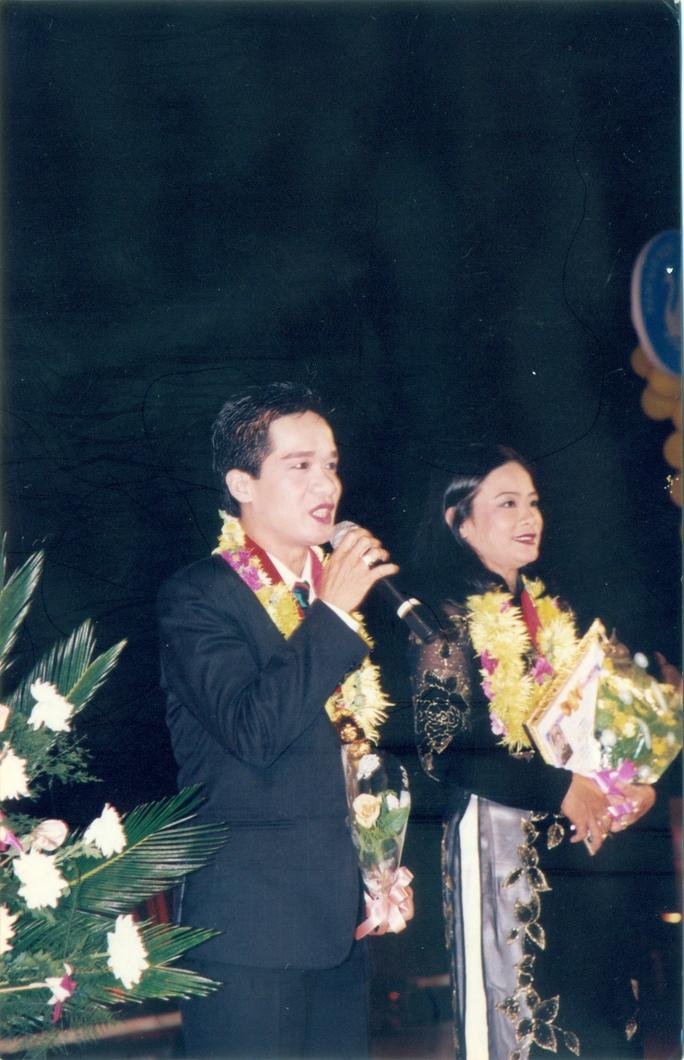 Minh Nhí và Tú Trinh đoạt giải Mai Vàng năm 1999 - lễ trao giải tại CVVH Đầm Sen