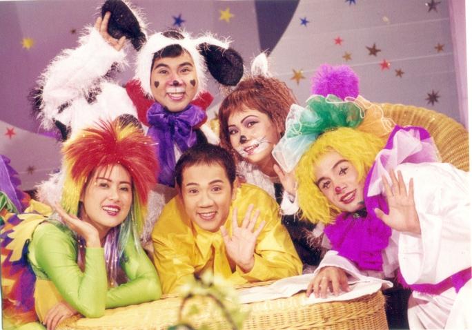 Nhóm Líu lo một thời được khán giả yêu thích: NSƯT Thành Lộc, Bạch Long, Hoàng Trinh, Thanh Thủy và Đình Toàn