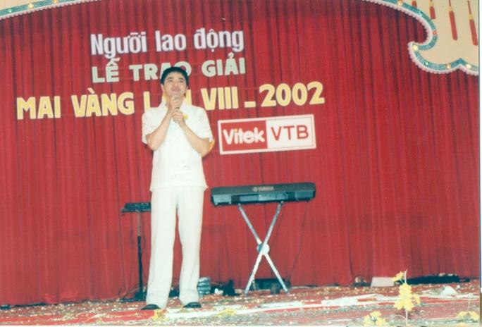 NS Quốc Thảo tại lễ trao Giải Mai Vàng năm 2002 (Khu du lịch Suối Tiên)