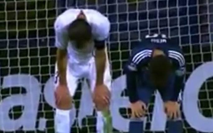 Hành động trùng hợp đến kỳ lạ của Messi và Godin
