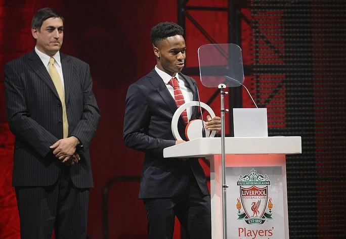 Sterling cảm ơn đồng đội ở Liverpool trong buổi nhận giải