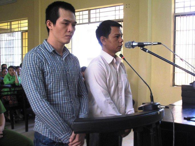 2 công an xã Lê Minh Phát (trái) và Lê Ngọc Tâm kể lại việc bắt và đánh chết 1 học sinh