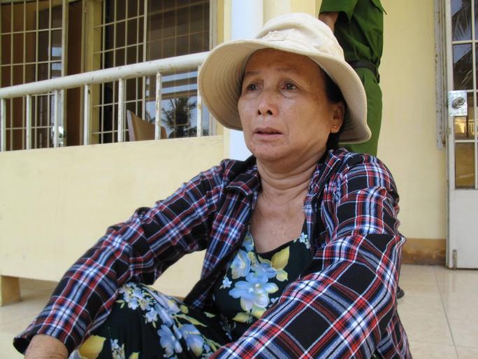 Bà Hồ Thị Khoa (61 tuổi) thẫn thờ khi cháu bị đánh chết, con trai đối diện với án tù