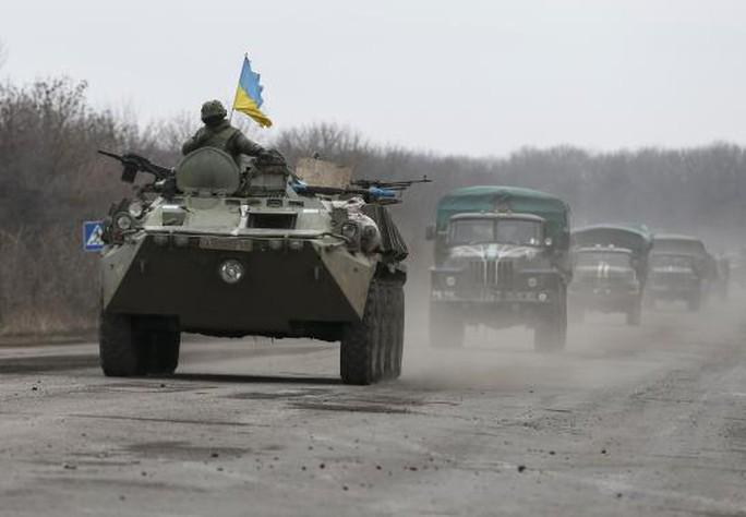 Quân đội Ukraine đang ở miền Đông. Ảnh: Reuters