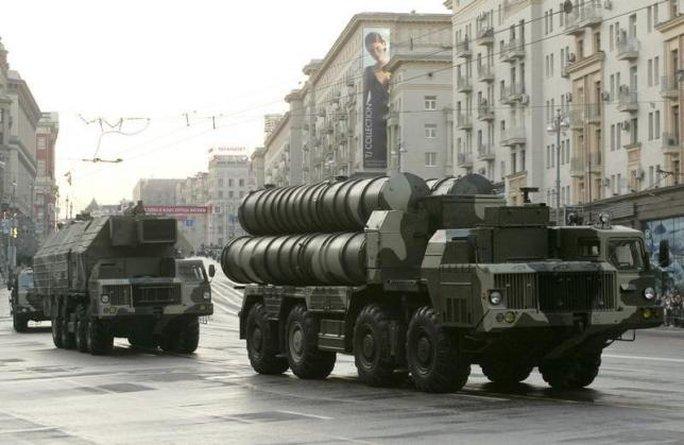 Hệ thống tên lửa đất đối không S-300 của Nga. Ảnh: Reuters