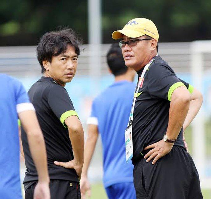 HLV Miura và trưởng đoàn Dương Vũ Lâm