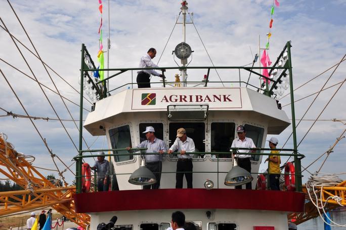 Giao cho ngư dân 2 tàu cá vỏ thép 8,7 tỉ đồng