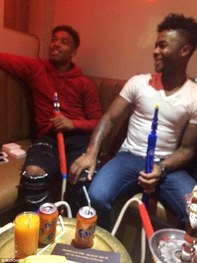 """Lộ ảnh chơi """"ma túy"""", Sterling hết cửa sang Arsenal"""