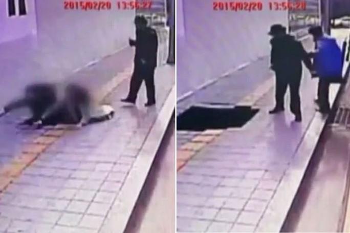 Một đôi nam nữ bị hố đen nuốt chửng trong tích tắc. Ảnh: Mirror