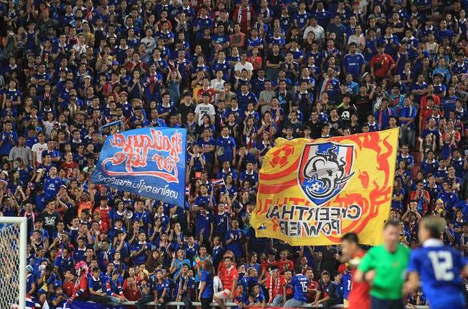 Khán giả cuồng nhiệt cổ vũ cho Thái Lan
