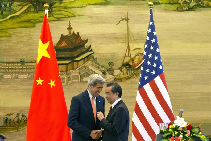 Ngoại trưởng Mỹ John Kerry (trái) và người đồng cấp Trung Quốc Vương Nghị sau cuộc họp báo  ở Bắc Kinh hôm 16-5Ảnh: Reuters