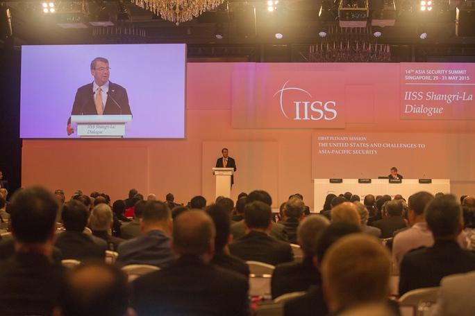 Bộ trưởng Quốc phòng Mỹ Ashton Carter phát biểu tại Đối thoại Shangri-La 2015