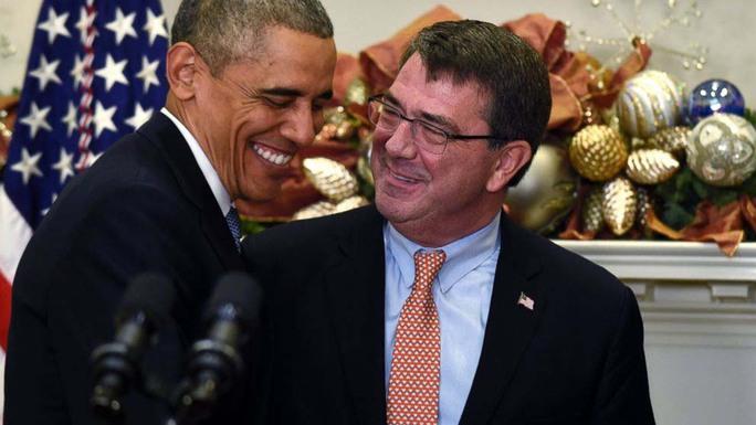 """Tổng thống Mỹ Barack Obama (trái) và ông Ashton Carter liệu có """"cơm không lành canh không ngọt""""?  Ảnh: AP"""