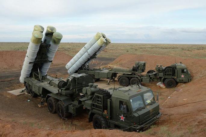 Hệ thống tên lửa phòng không S-300 gần đây đã tham gia cuộc tập trận ở vùng Astrakhan, miền Nam Nga  Ảnh: POLITIKUS.RU