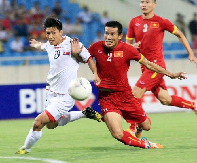 Chí Công cùng hàng thủ Việt Nam chơi tốt trong trận đấu nàyẢnh: Hải Anh