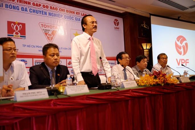 Chủ tịch HĐQT VPF Võ Quốc Thắng phát biểu về công tác trọng tài sáng 14-8Ảnh: Quang Liêm