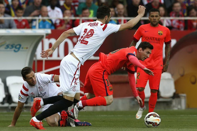 Messi (phải) đang dần lấy lại phong độ sau 3 tuần nghỉ ngơiẢnh: REUTERS