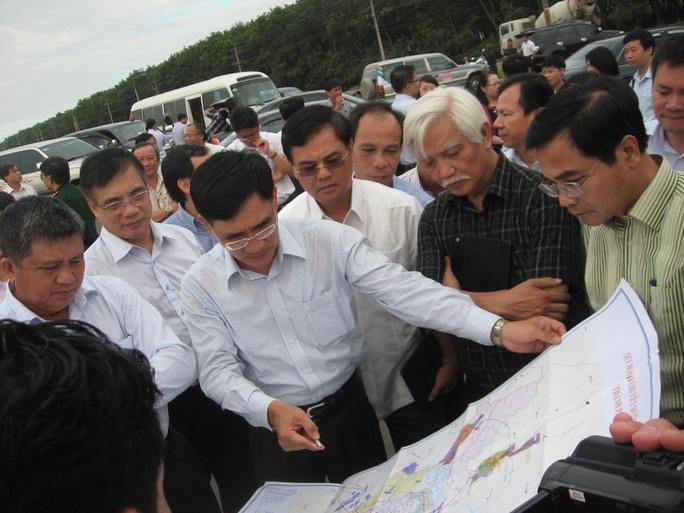 Các đại biểu Quốc hội trong một lần khảo sát dự án sân bay Long Thành Ảnh: Xuân Hoàng