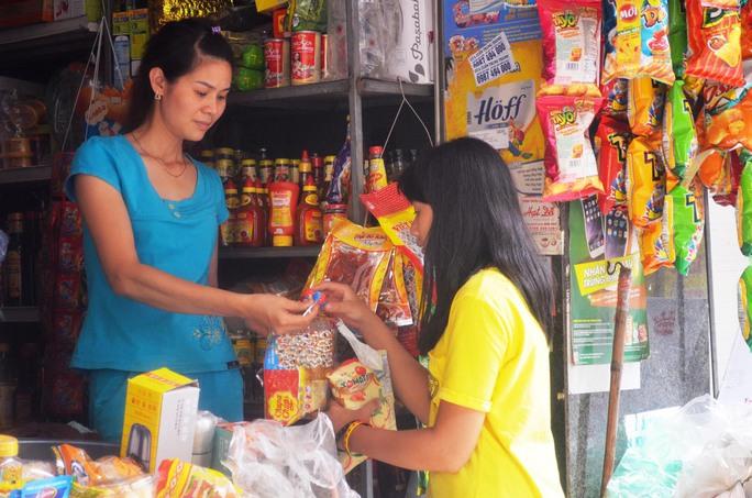Nếu dự thảo thông tư được ban hành, người bán bánh kẹo phải khám sức khỏeẢnh: NGUYỄN HƯỞNG