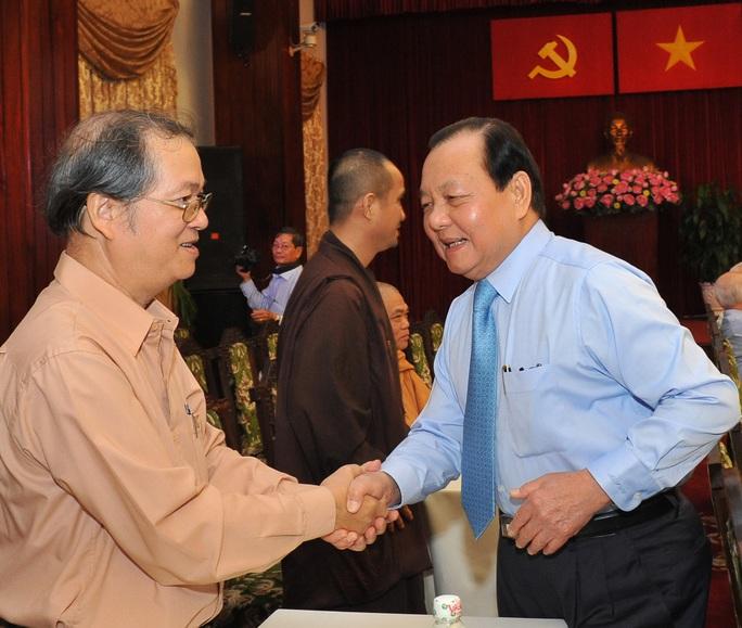 Bí thư Thành ủy TP HCM Lê Thanh Hải (phải) và các nhà báo trong buổi gặp gỡẢnh: Việt Dũng