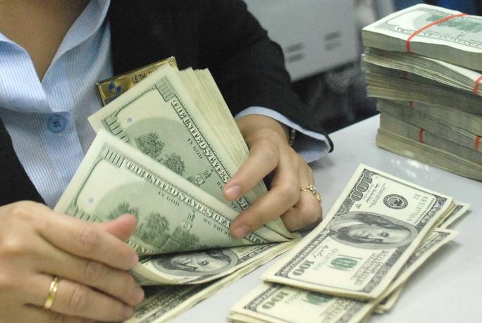 USD tăng giá ngay sau khi Ngân hàng Nhà nước nới biên độ tỉ giá lên +/-2%Ảnh: TẤN THẠNH