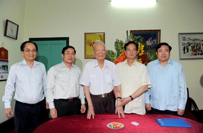 Thủ tướng, Bộ trưởng Phùng Quang Thanh thăm Đại tướng Lê Đức Anh
