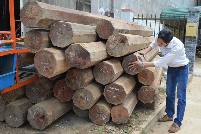 Số gỗ trong nhà ông Nguyễn Xuân Cự bị thu giữ