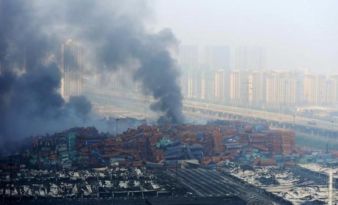 Cảng Thiên Tân tan hoang sau các vụ nổ. Ảnh: Reuters