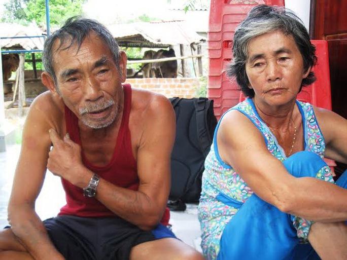 Vợ chồng ông Huỳnh Xuân Phương bức xúc với quyết định giải quyết khiếu nại của Công an huyện Sơn Hòa